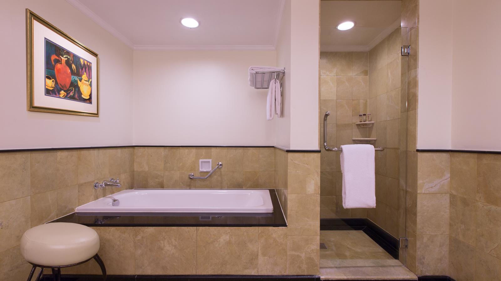 Sheraton Hanoi Hotel - Executive Suite's bathroom